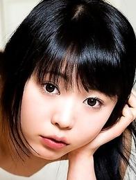 Cutiepie Yui Kawagoe strips off
